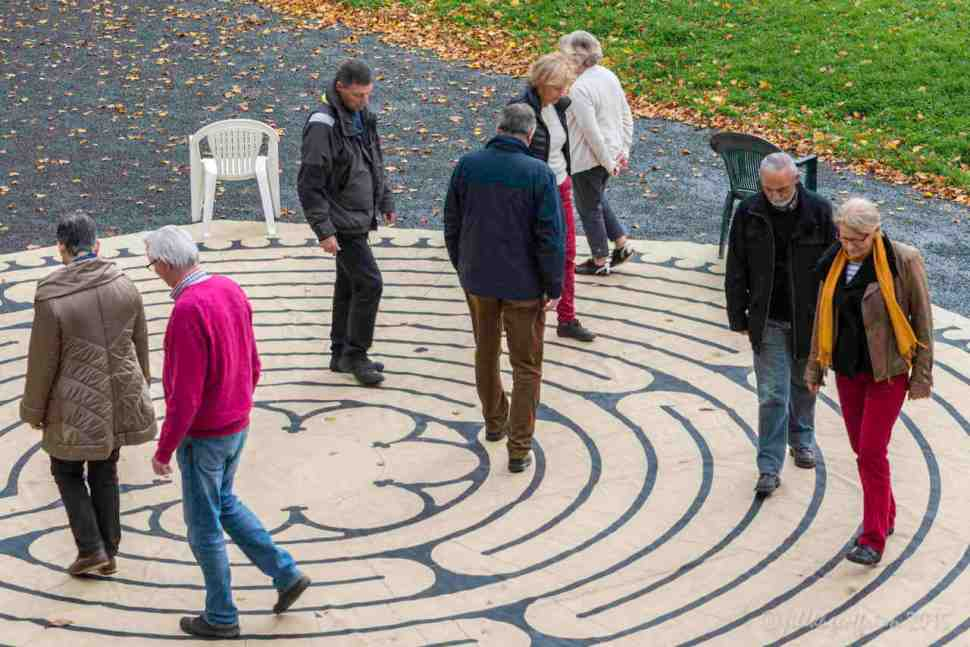Labyrinth Walk, Marche Vers Le Mont by Jill Geoffrion