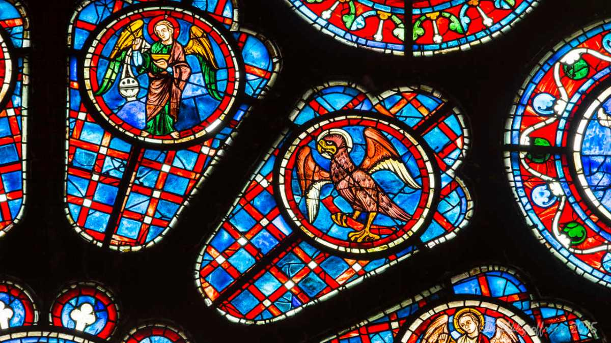 Praying with Stained Glass: The Eagle in the South Rose at Chartres (5)