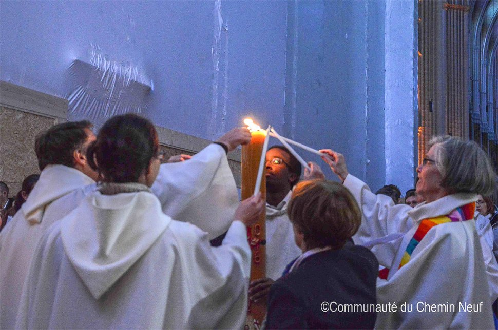 Sharing the Pachal Light during the Liturgy of Light