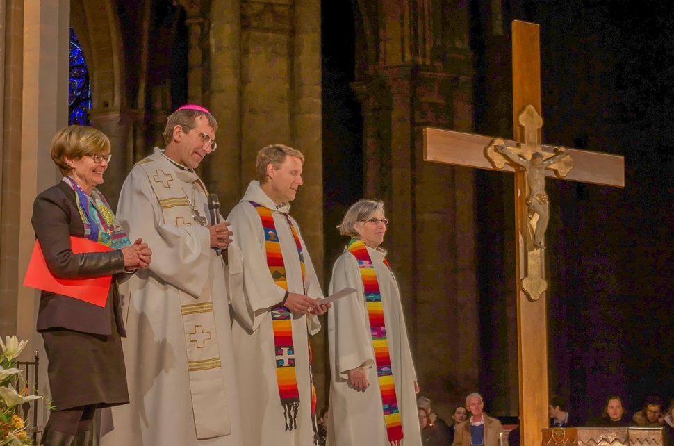 Ecumenical Easter Office of Light in the Chartres Cathedral (Photo by Vaclav Waloschek)