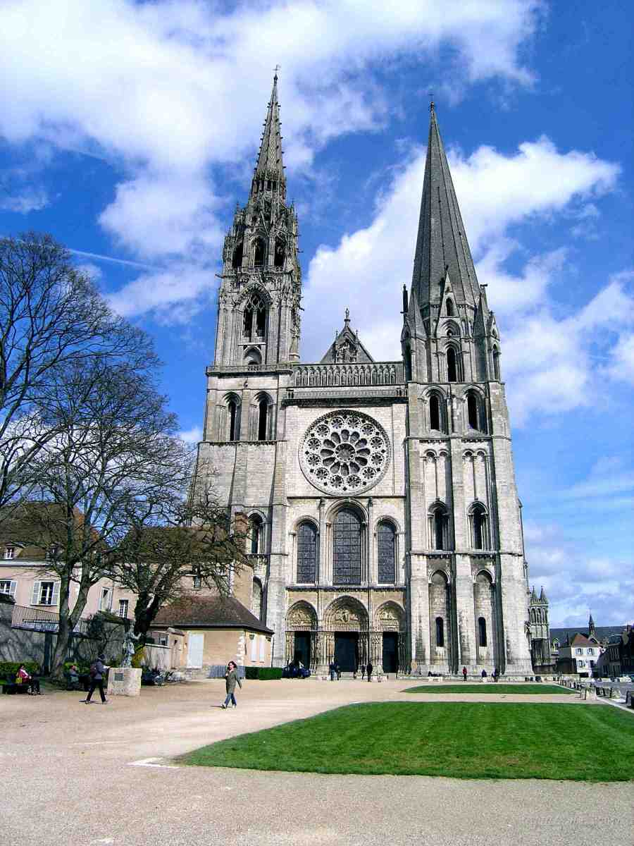 Visions of Mary (3): Notre Dame de Chartres